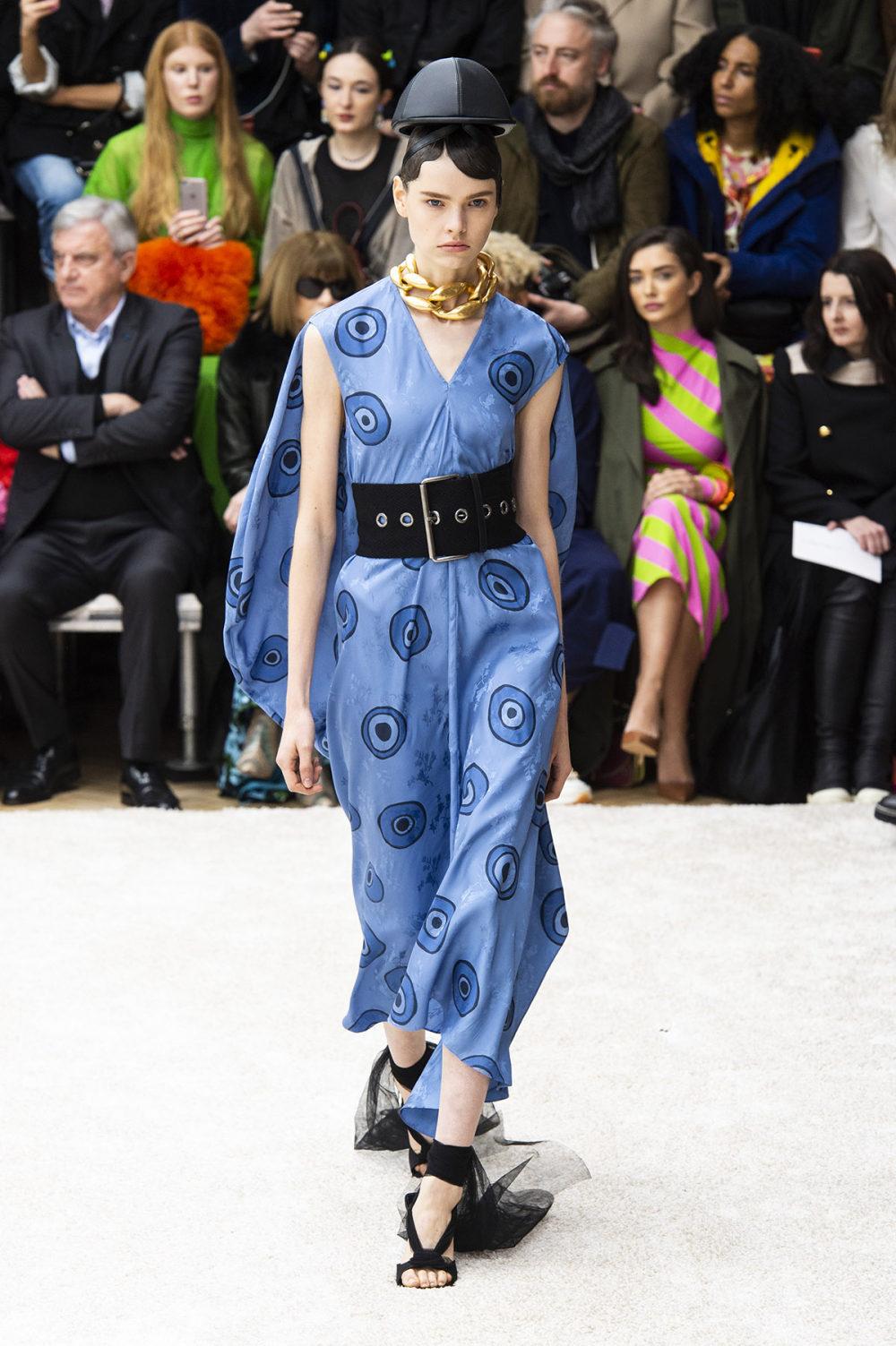 JW Anderson时装系列连衣裙是柔软的边缘用褶皱和长窗帘制成的-33.jpg