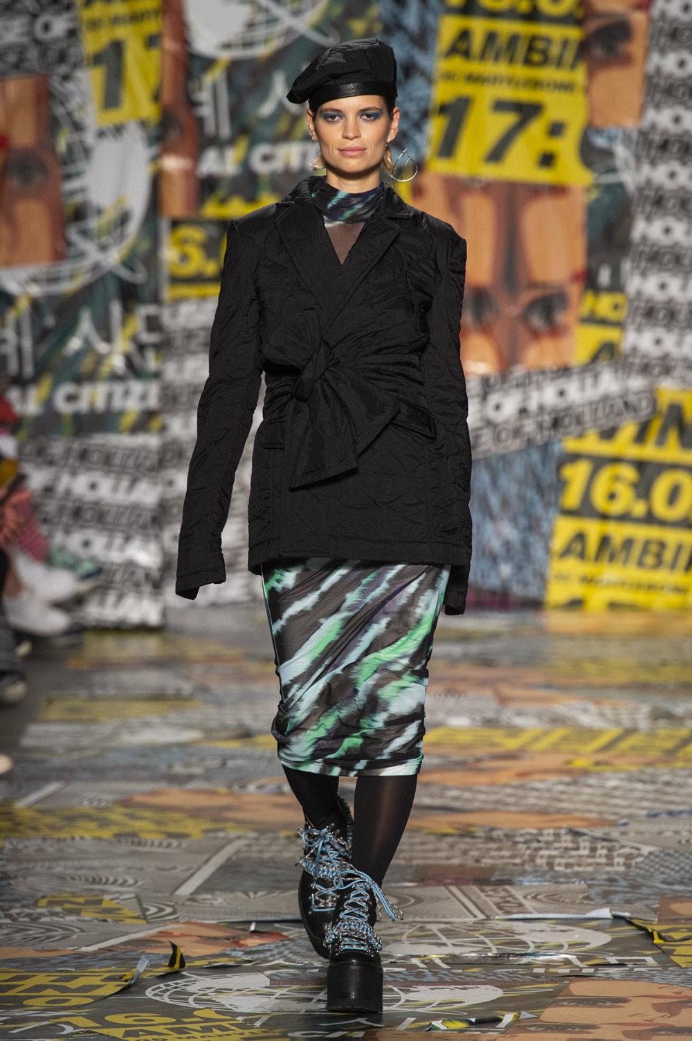 House of Holland时装系列渐变色粉色蕾丝中腰采用女性化設計-15.jpg