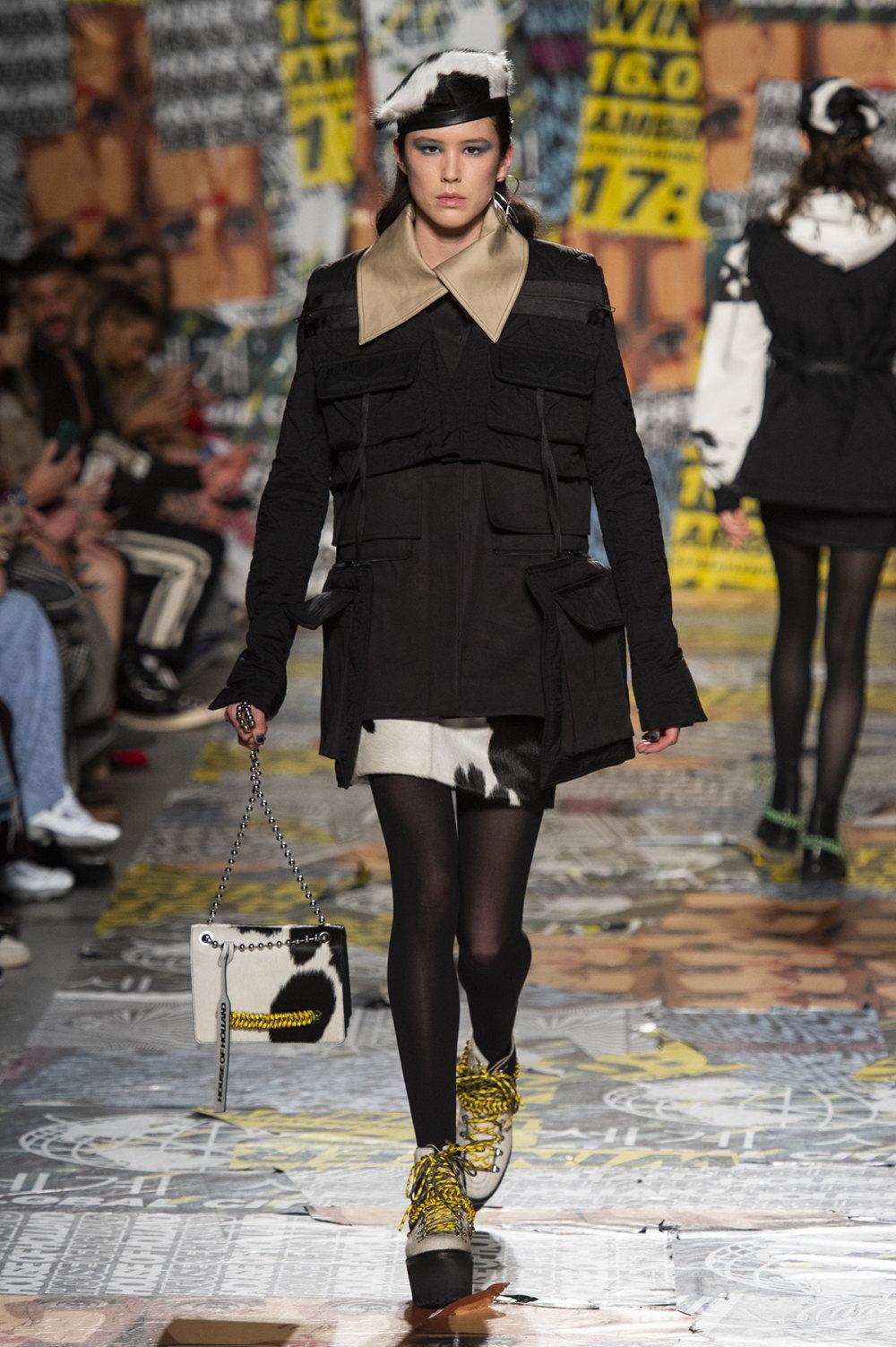 House of Holland时装系列渐变色粉色蕾丝中腰采用女性化設計-17.jpg