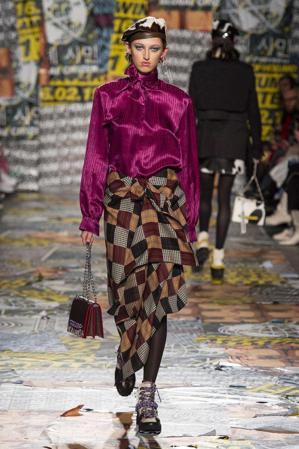 House of Holland时装系列渐变色粉色蕾丝中腰采用女性化設計-18.jpg