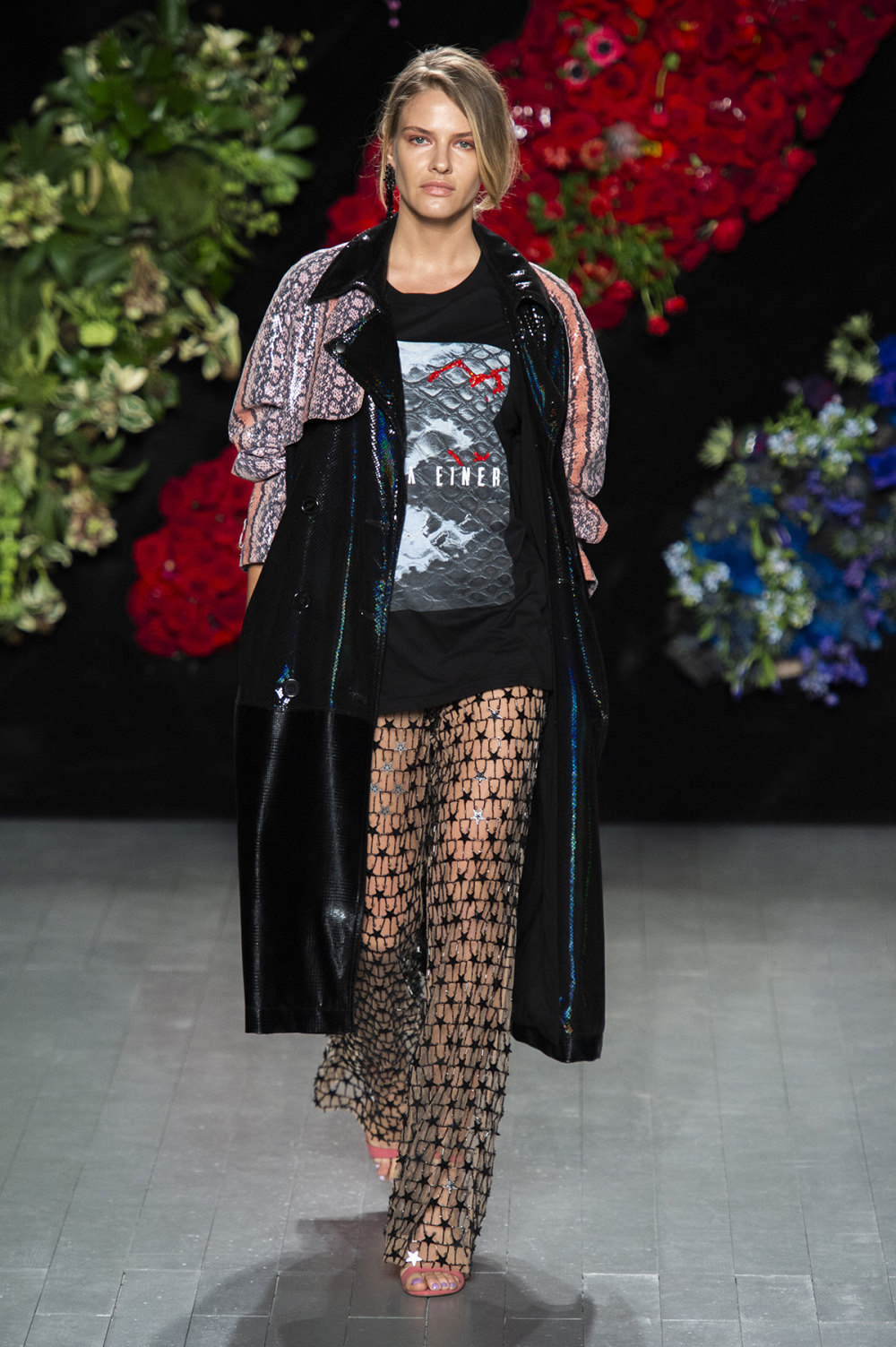 Roberta Einer时装系列格子呢西装外套收紧腰部霓虹色腰带连帽衫-7.jpg