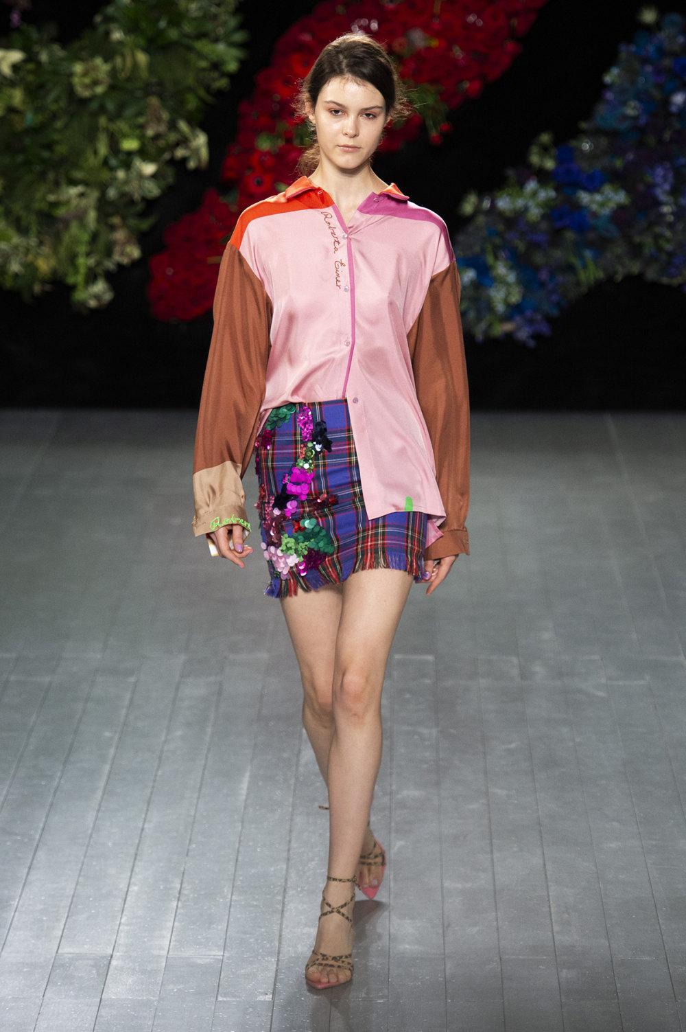 Roberta Einer时装系列格子呢西装外套收紧腰部霓虹色腰带连帽衫-13.jpg