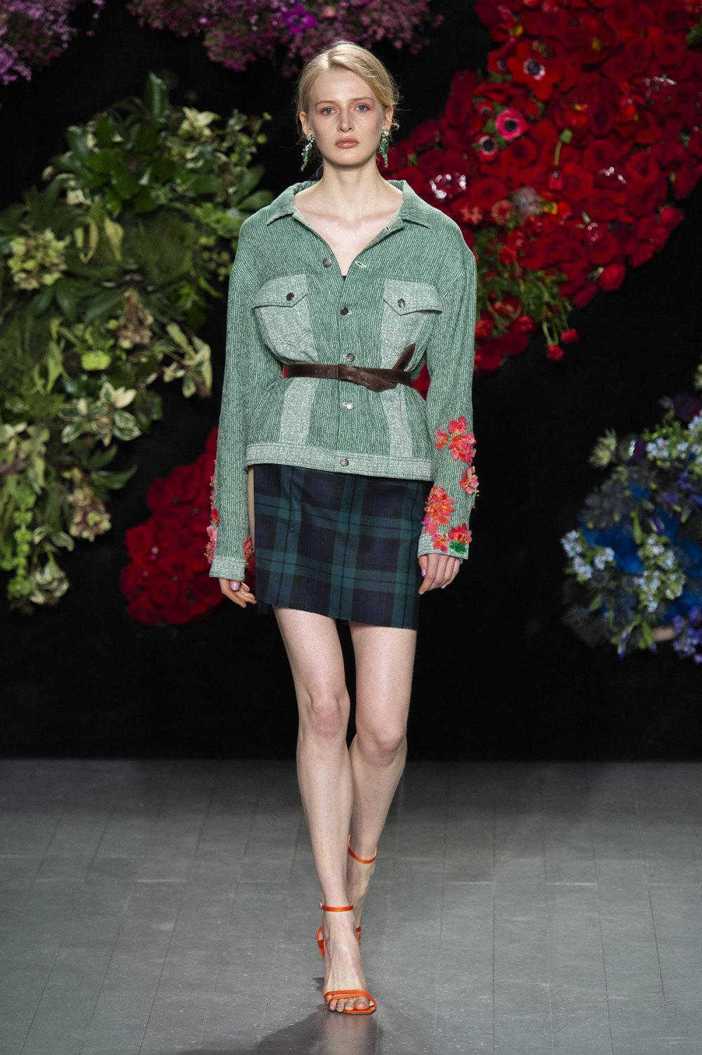 Roberta Einer时装系列格子呢西装外套收紧腰部霓虹色腰带连帽衫-17.jpg