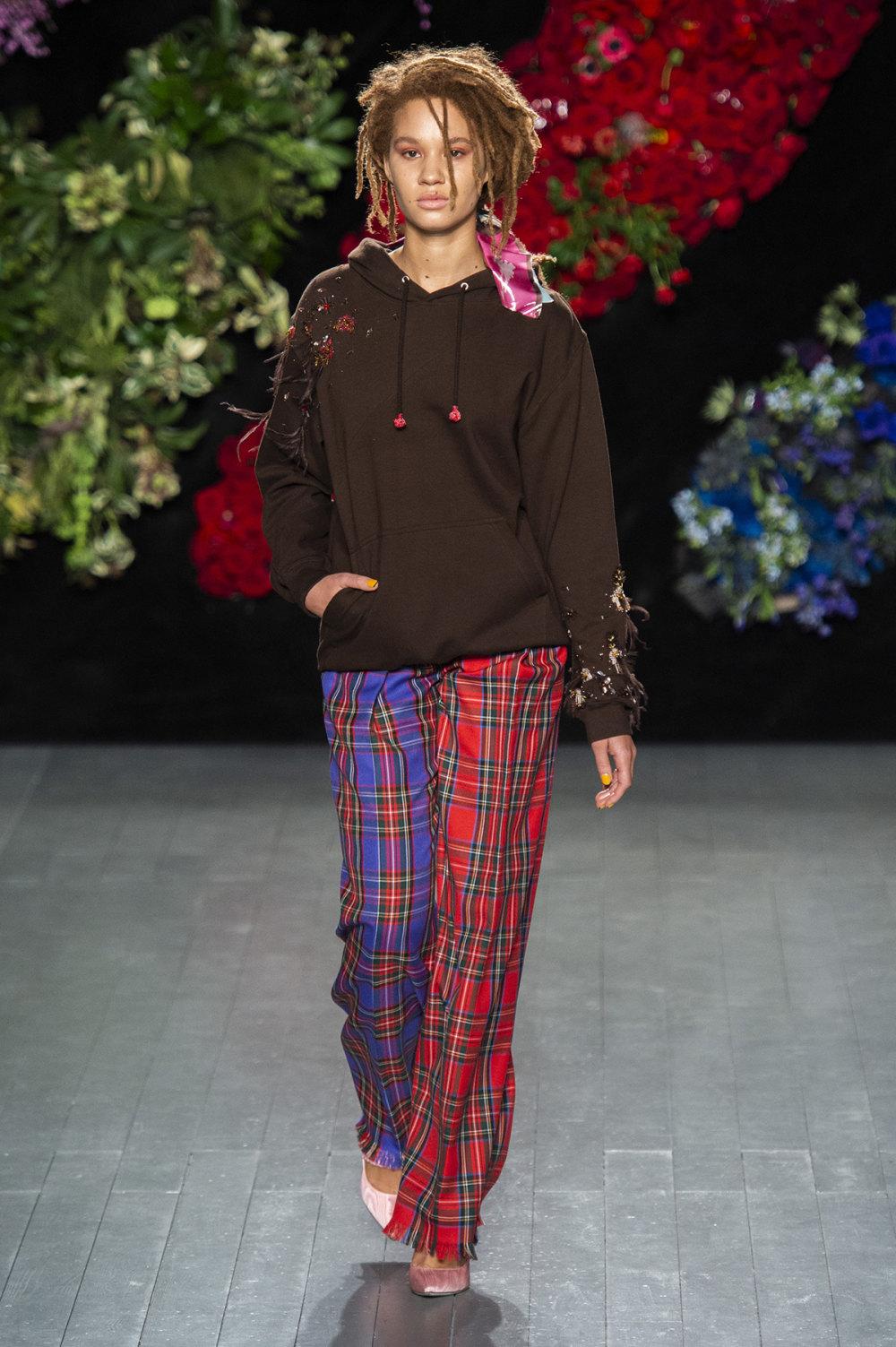 Roberta Einer时装系列格子呢西装外套收紧腰部霓虹色腰带连帽衫-20.jpg