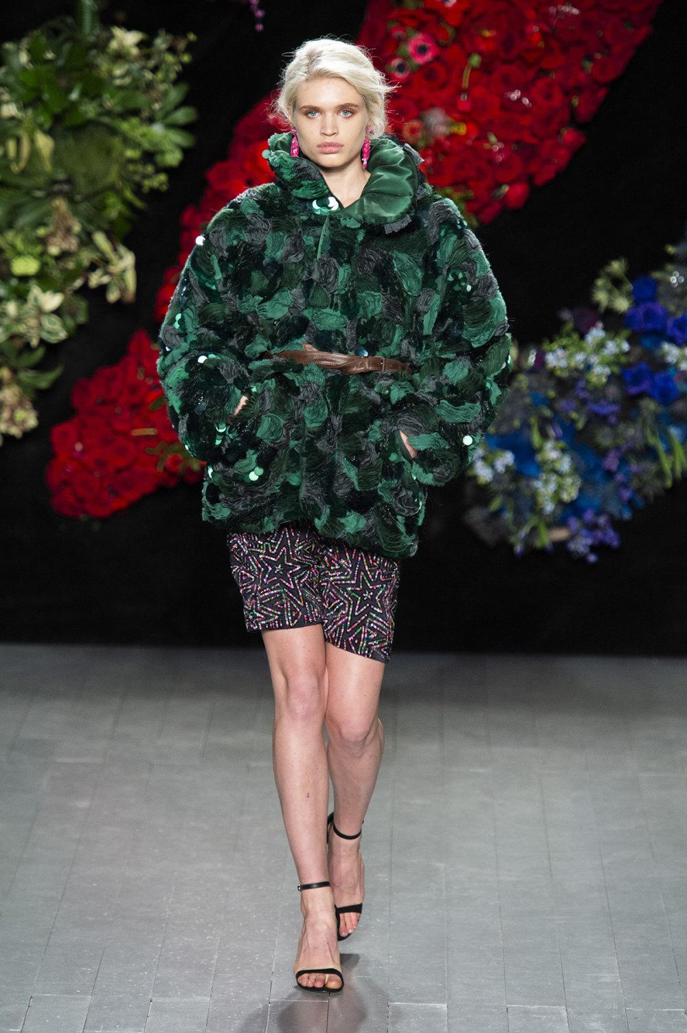 Roberta Einer时装系列格子呢西装外套收紧腰部霓虹色腰带连帽衫-22.jpg