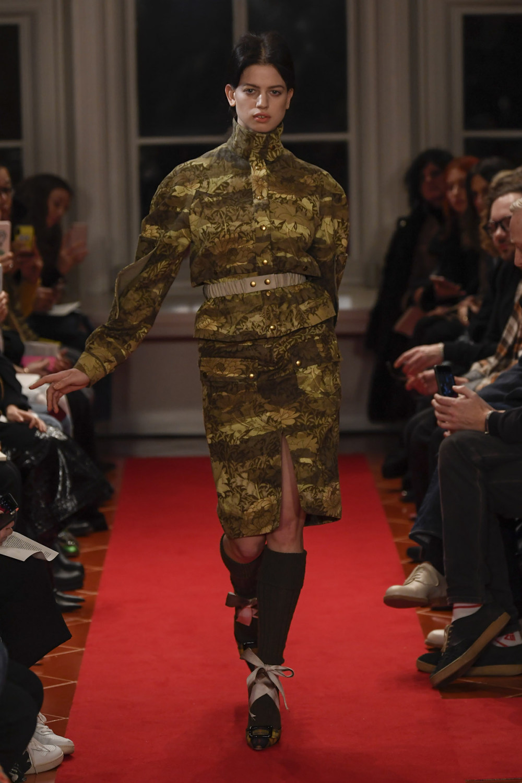 Symonds Pearmain时装系列将怀旧的英国郊区的军事魅力混合在一起-1.jpg