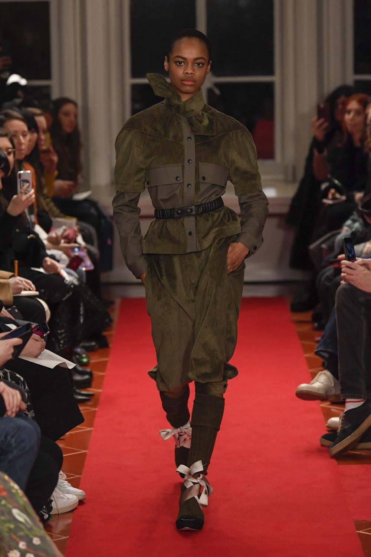 Symonds Pearmain时装系列将怀旧的英国郊区的军事魅力混合在一起-3.jpg