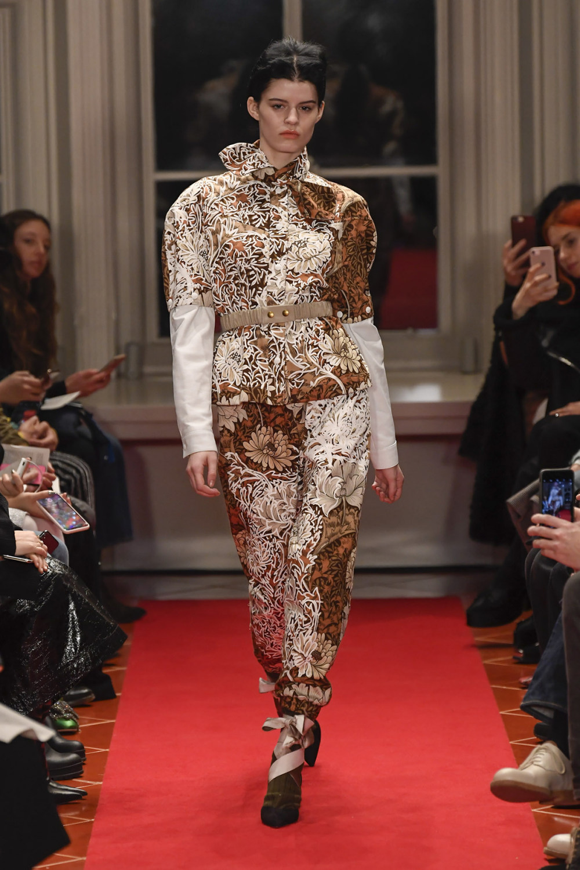 Symonds Pearmain时装系列将怀旧的英国郊区的军事魅力混合在一起-4.jpg