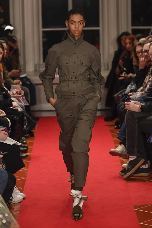 Symonds Pearmain时装系列将怀旧的英国郊区的军事魅力混合在一起-6.jpg