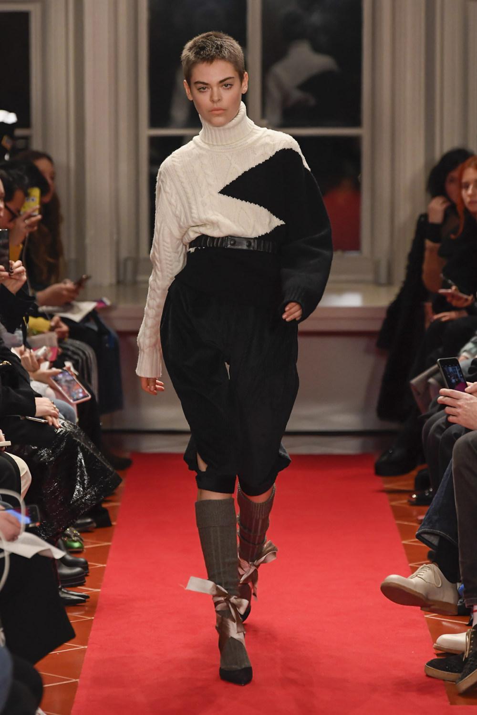 Symonds Pearmain时装系列将怀旧的英国郊区的军事魅力混合在一起-9.jpg