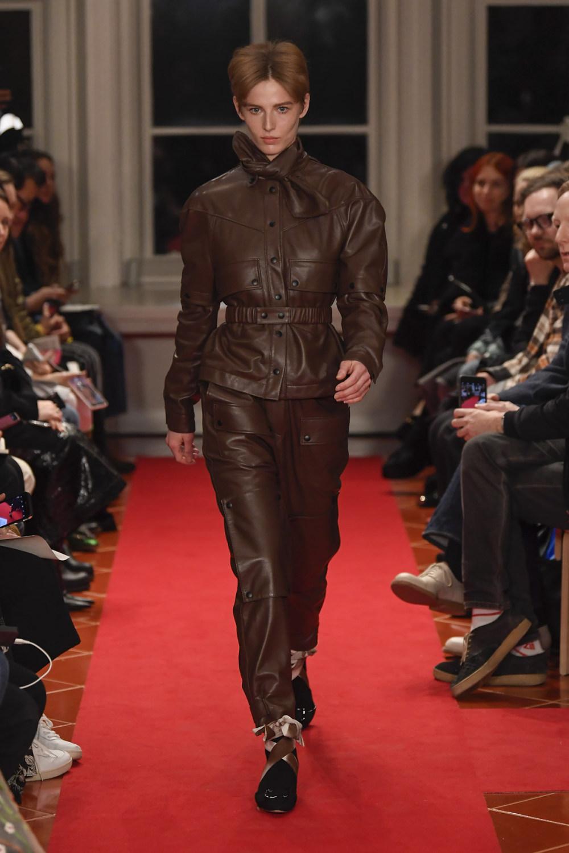 Symonds Pearmain时装系列将怀旧的英国郊区的军事魅力混合在一起-13.jpg