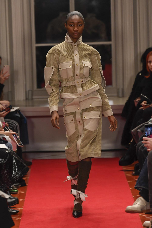 Symonds Pearmain时装系列将怀旧的英国郊区的军事魅力混合在一起-17.jpg