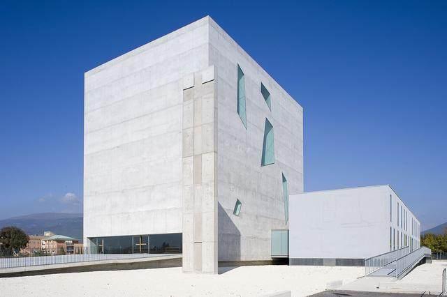 激活建築灵魂的15个天窗設計案例-28.jpg