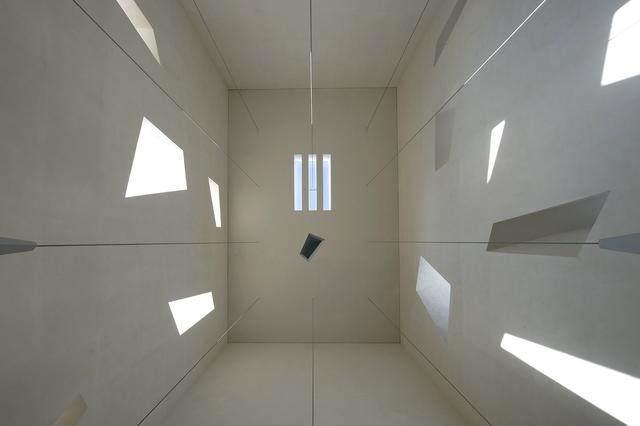 激活建築灵魂的15个天窗設計案例-27.jpg