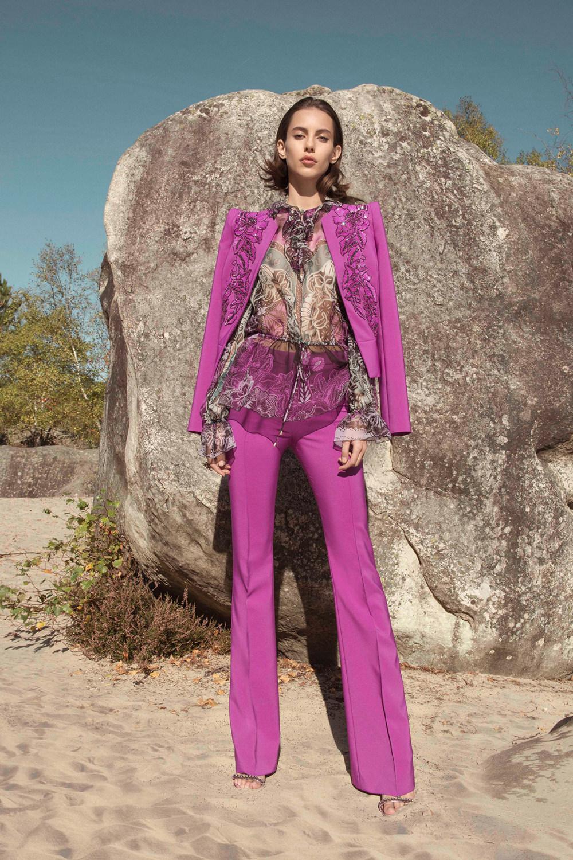 Zuhair Murad时装系列薄纱和荷叶边的世界将这些图案画在一件长衫-1.jpg