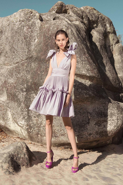 Zuhair Murad时装系列薄纱和荷叶边的世界将这些图案画在一件长衫-8.jpg