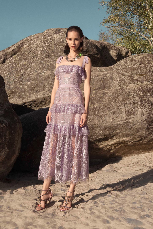 Zuhair Murad时装系列薄纱和荷叶边的世界将这些图案画在一件长衫-10.jpg