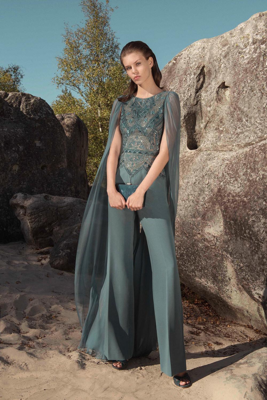 Zuhair Murad时装系列薄纱和荷叶边的世界将这些图案画在一件长衫-14.jpg