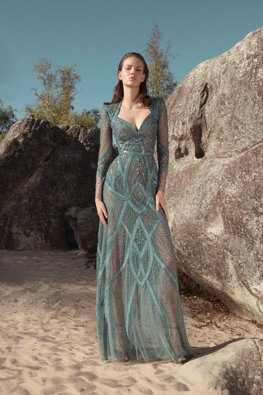 Zuhair Murad时装系列薄纱和荷叶边的世界将这些图案画在一件长衫-15.jpg