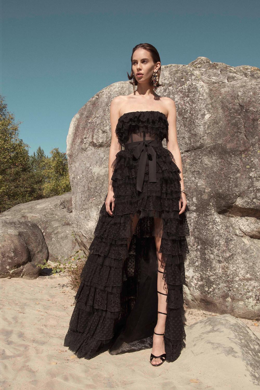 Zuhair Murad时装系列薄纱和荷叶边的世界将这些图案画在一件长衫-26.jpg