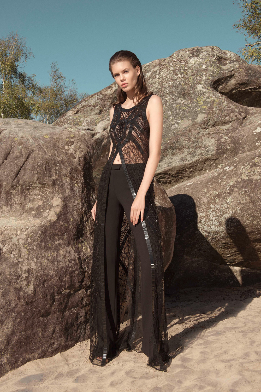 Zuhair Murad时装系列薄纱和荷叶边的世界将这些图案画在一件长衫-33.jpg
