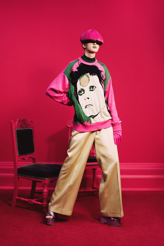 Undercover时装系列亮点包括抽褶和绣有象素化心形的少女连衣裙-1.jpg