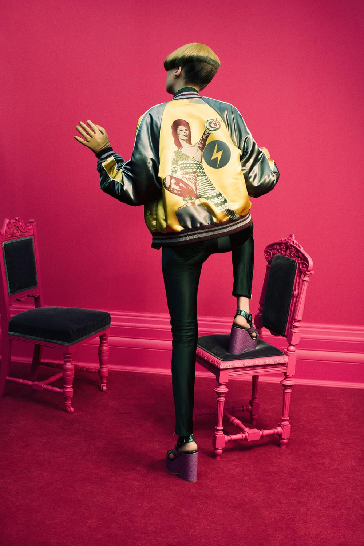 Undercover时装系列亮点包括抽褶和绣有象素化心形的少女连衣裙-3.jpg