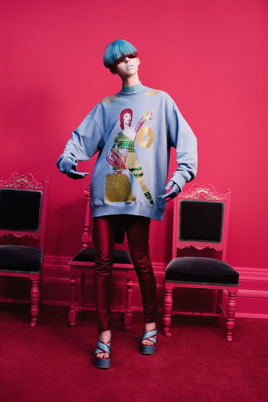 Undercover时装系列亮点包括抽褶和绣有象素化心形的少女连衣裙-6.jpg