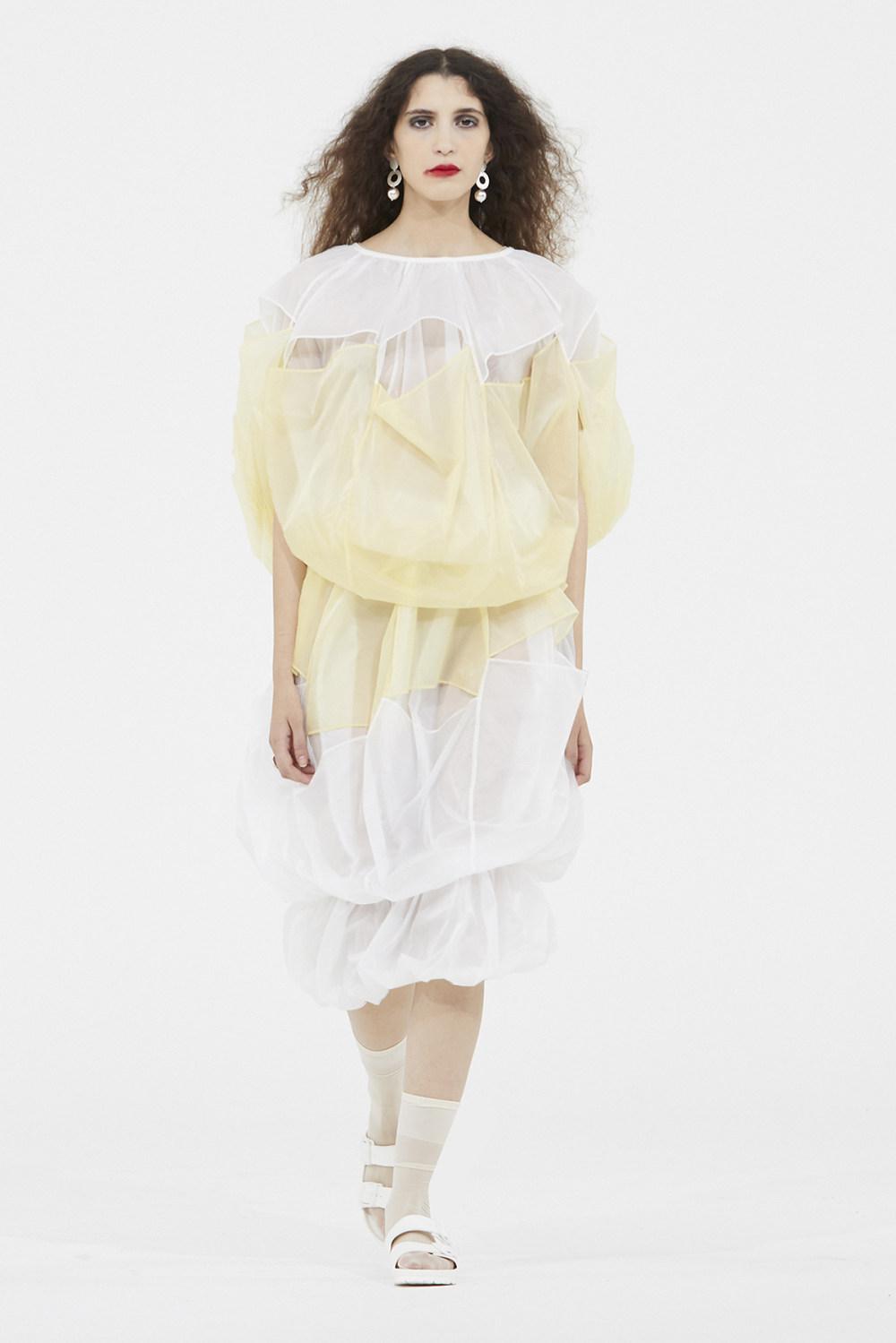 Nicolas Andreas Taralis时装系列技术织物矩形条纹被缝合在一起-17.jpg