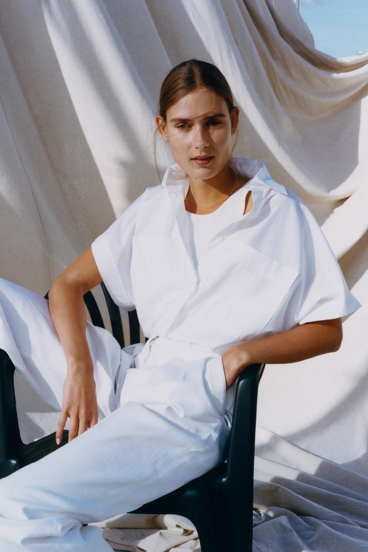 Nina Ricci时装系列运动裤效果优雅的丝绸海军围裙则以档案为基础-2.jpg