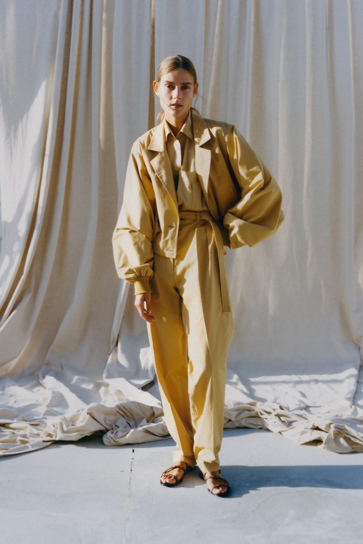 Nina Ricci时装系列运动裤效果优雅的丝绸海军围裙则以档案为基础-10.jpg