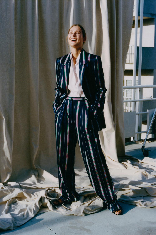 Nina Ricci时装系列运动裤效果优雅的丝绸海军围裙则以档案为基础-11.jpg