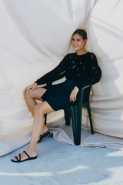 Nina Ricci时装系列运动裤效果优雅的丝绸海军围裙则以档案为基础-17.jpg