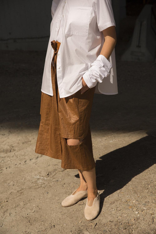 Nehera时装系列象牙色技术面料的连衣裙和斗篷则像降落伞一样滑行-9.jpg