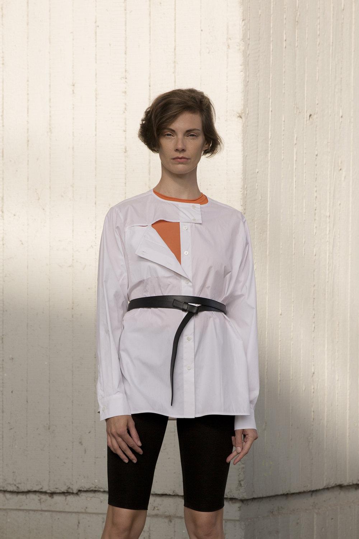 Nehera时装系列象牙色技术面料的连衣裙和斗篷则像降落伞一样滑行-18.jpg