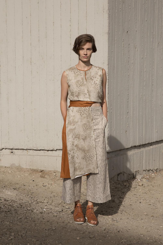 Nehera时装系列象牙色技术面料的连衣裙和斗篷则像降落伞一样滑行-22.jpg
