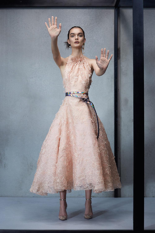 Maticevski时装系列无袖地板长度荷叶边紫红色礼服或棕色连衣裙-1.jpg