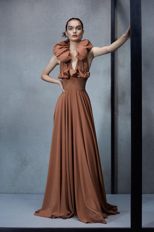 Maticevski时装系列无袖地板长度荷叶边紫红色礼服或棕色连衣裙-5.jpg