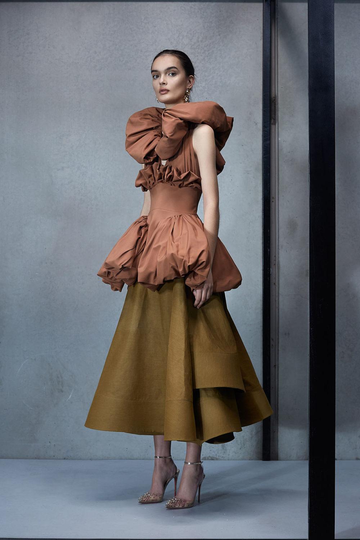 Maticevski时装系列无袖地板长度荷叶边紫红色礼服或棕色连衣裙-6.jpg