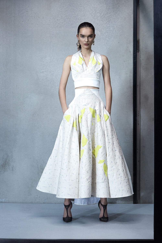 Maticevski时装系列无袖地板长度荷叶边紫红色礼服或棕色连衣裙-19.jpg