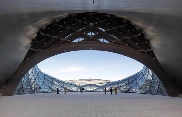 """亚布力中国企业家论坛会议中心最新施工进展,""""雪山""""轮廓初现-28.jpg"""