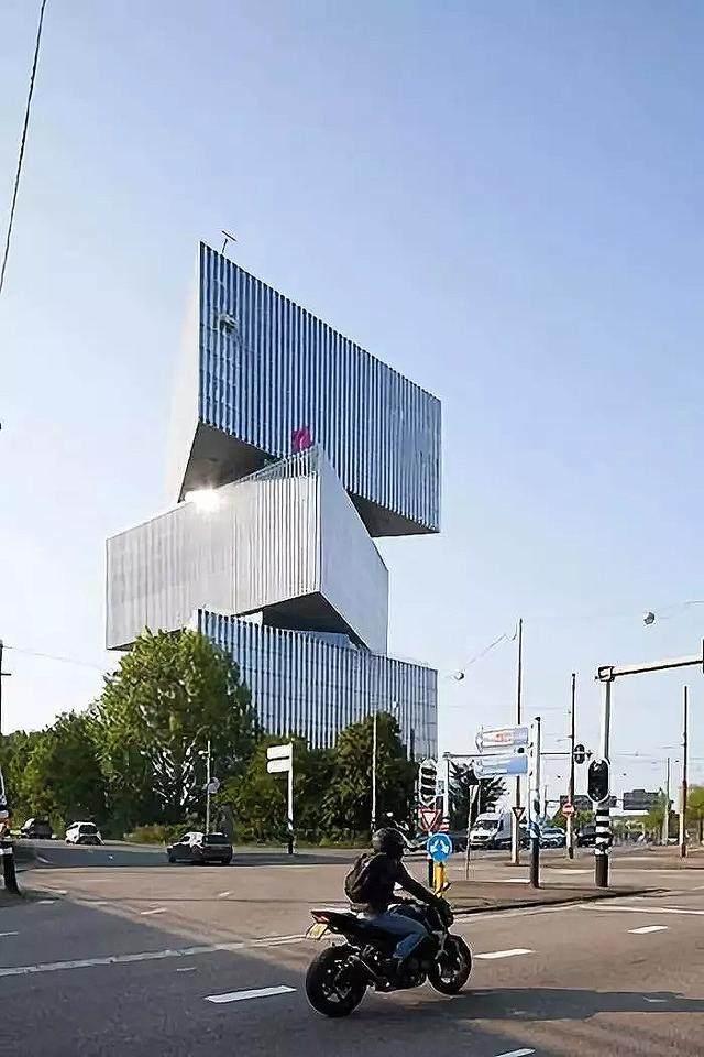 OMA設計的荷兰新酒店即将完工,建築由三个可移动的三角体量组成-3.jpg