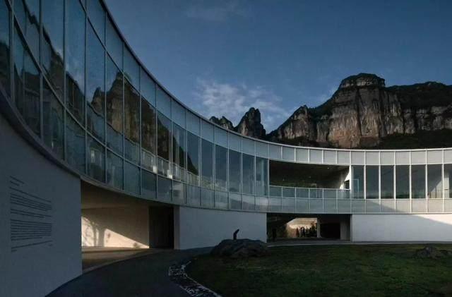 重庆武隆·懒坝美术馆,漂浮在山间的光环-1.jpg