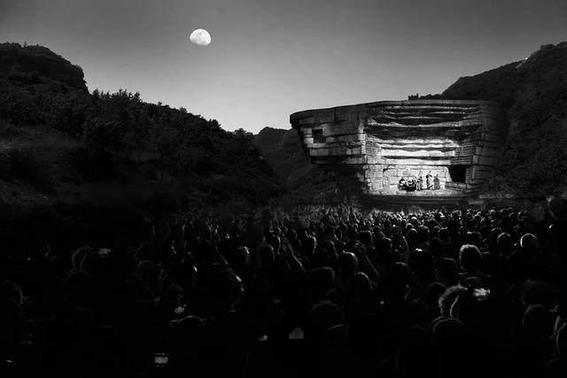 """""""山谷音乐厅""""封顶,建築犹如一块巨石-12.jpg"""