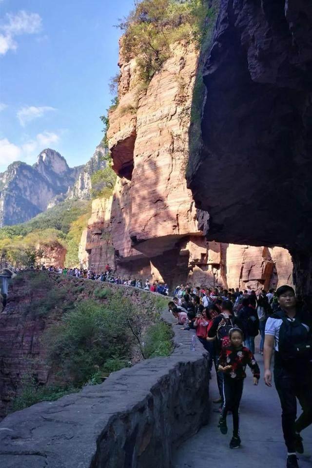 太行山·挂壁公路 I 穿行于壁立千仞的悬崖之上-10.jpg