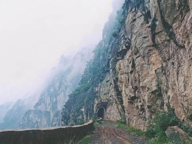 太行山·挂壁公路 I 穿行于壁立千仞的悬崖之上-24.jpg