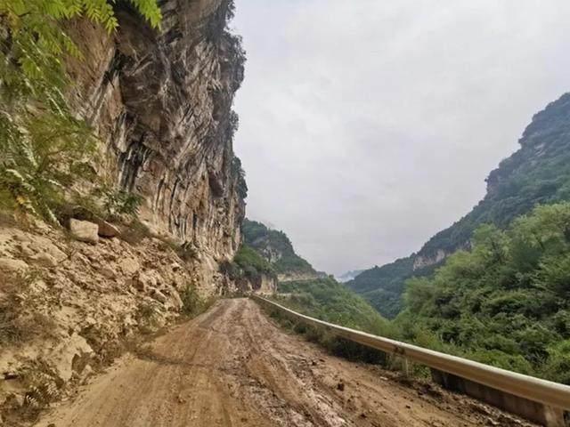 太行山·挂壁公路 I 穿行于壁立千仞的悬崖之上-25.jpg
