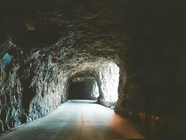 太行山·挂壁公路 I 穿行于壁立千仞的悬崖之上-32.jpg