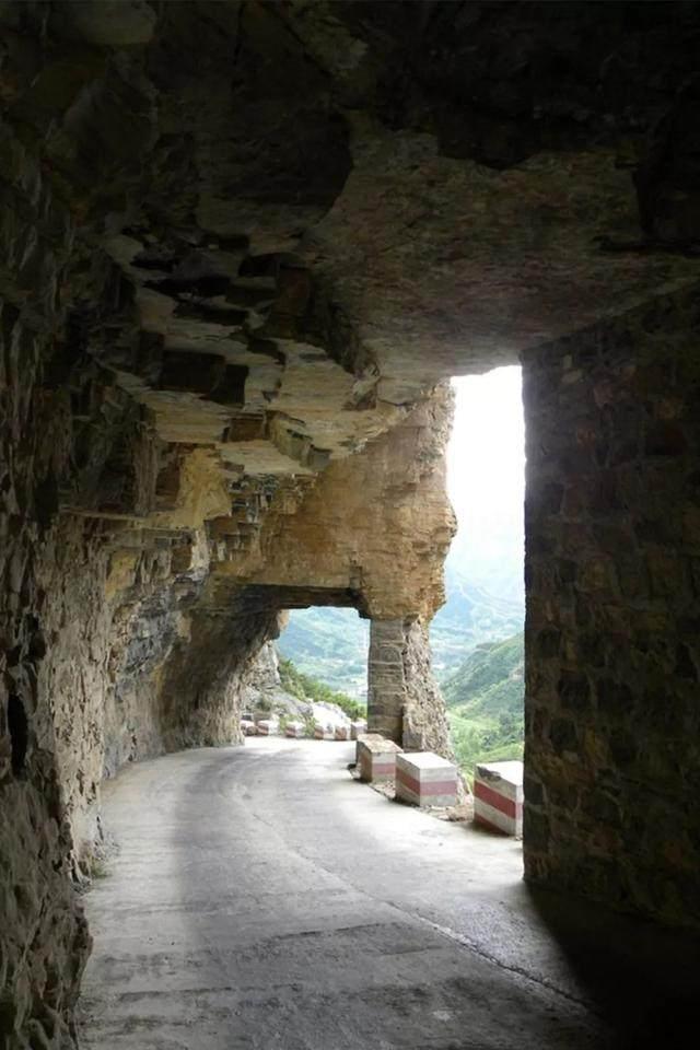 太行山·挂壁公路 I 穿行于壁立千仞的悬崖之上-38.jpg