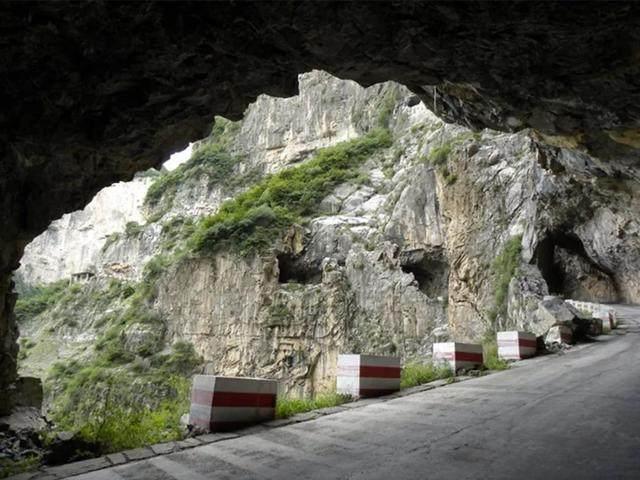 太行山·挂壁公路 I 穿行于壁立千仞的悬崖之上-39.jpg